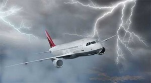 Las tormentas siguen siendo uno de los principales peligros para la aviación civil, por lo que el parte meteorológico que los pilotos reciben antes y durante el vuelo es una herramienta clave para esquivarlas. + info: http://www.ecoapuntes.com.ar/2012/12/un-sistema-de-prediccion-meteorologica-para-esquivar-tormentas-durante-los-vuelos/