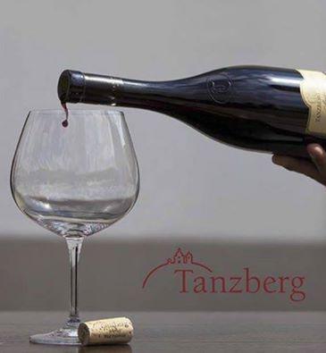 Degustace vín z vinařství Tanzberg ve Wine baru Vinotéka U Mouřenína na Malé Straně