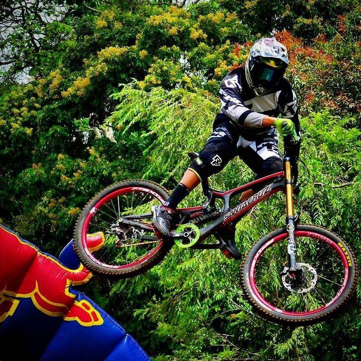 Yuu tag temen agan siapa tau nanti di hari ulang taun andadiberi hadiah sepeda ini...   ------------------------- #sepeda #sepedagunung #sepedaindonesia #sepedacadas #gowes #mtbindonesia #mtb