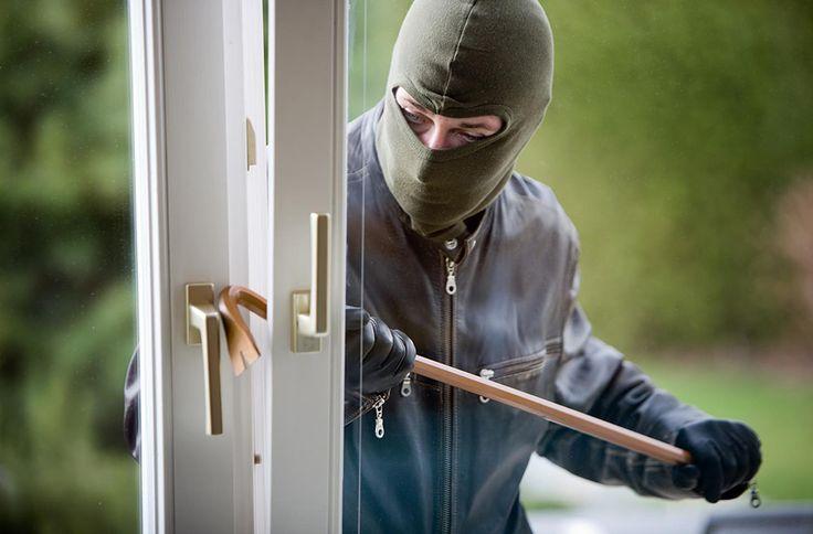 9 способов повысить безопасность своей квартиры Читать на Don't Panic: http://dnpmag.com/2015/08/24/9-sposobov-zashhitit-svoyu-kvartiru-ot-vzloma/