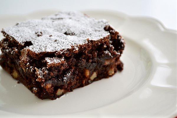 Brownies 2.0 met walnoten (gluten- en lactosevrij)  ingredienten: kikkererwten, kokosolie, dadels en agavesiroop