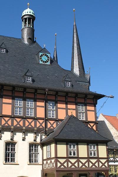 Seitenansicht vom Rathaus der Stadt Wernigerode.