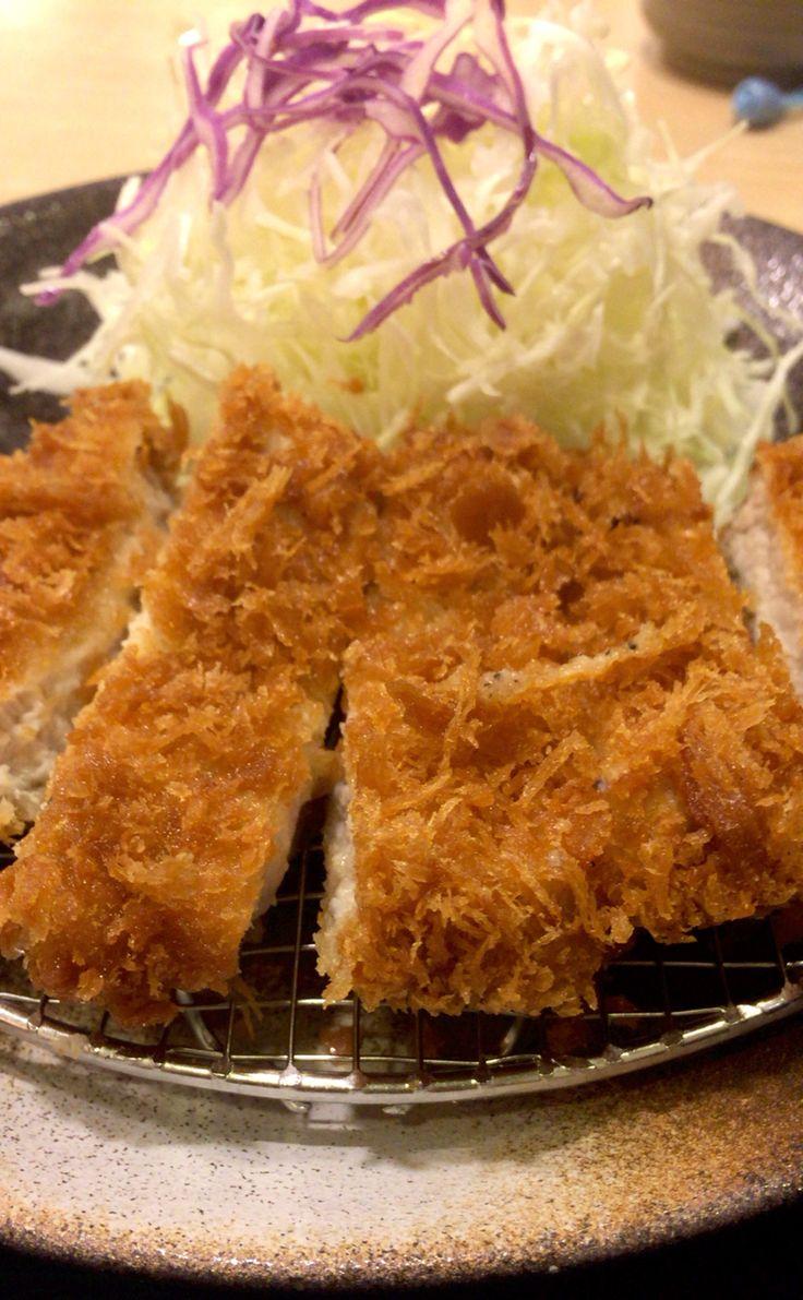 ロースかつ。 松乃家で500円。ま、チェーンなのでそこそこおいしい。