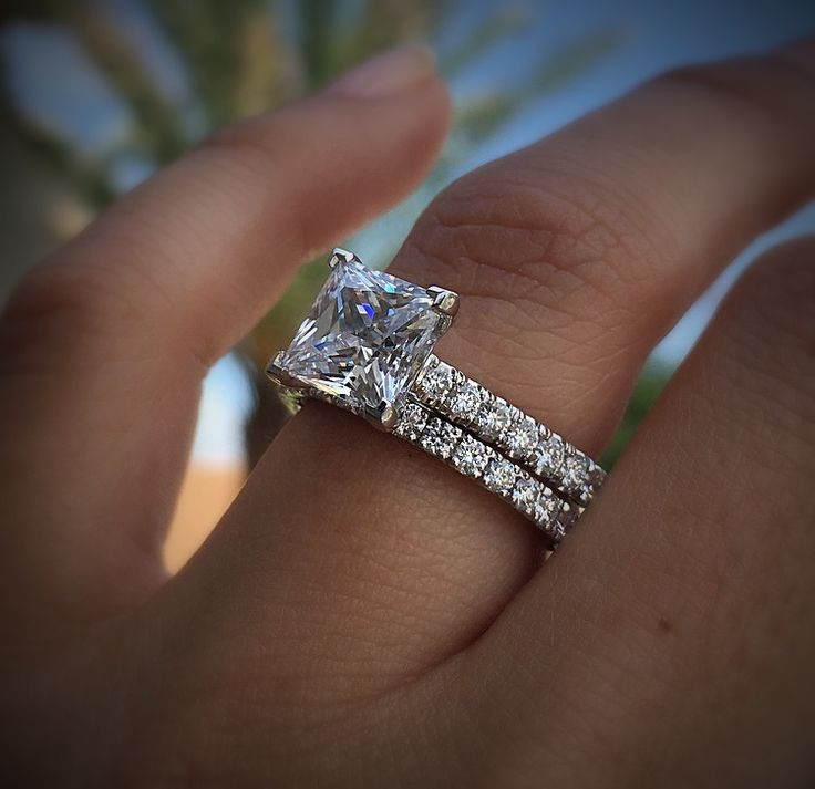 Have you seen a more perfect princess cut diamond engagement ring?  From none other than Tacori's Petite Crescent collection.