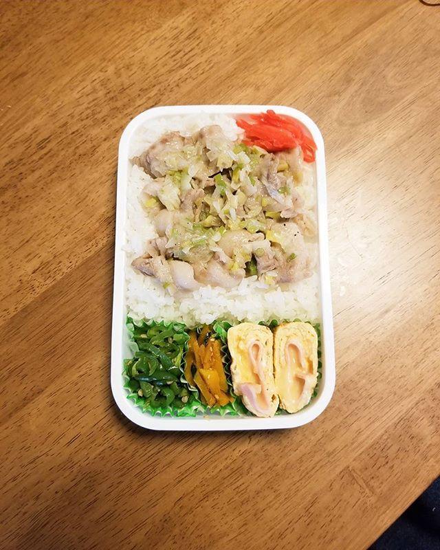 今日はネギ塩豚丼弁当😜 #おはようございます #おはよう #お弁当 #お弁当記録 #おべんとう #オベンタグラム #旦那弁当 #おうちごはん #お昼ごはん #ランチ #肉 #豚丼 #ネギ豚丼 #ネギ塩 #ハムチーズ #ハムチーズ卵焼き #料理 #手作り #主婦 #ママ #goodmorning #obento #lunch #food #lunchbox #foodbox #cookingram #cooking