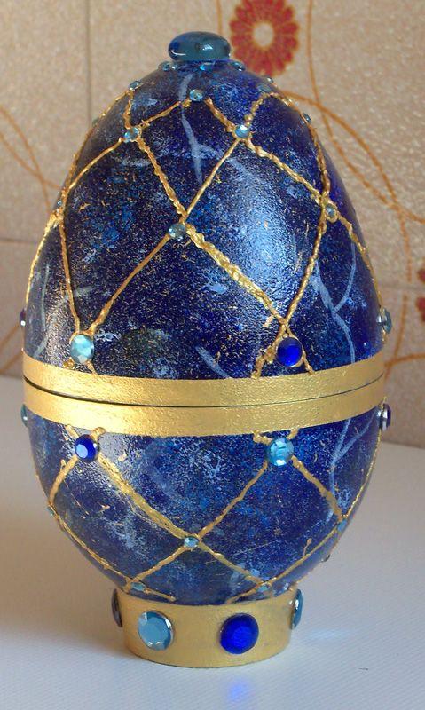 egg decorated like lapis lazuli