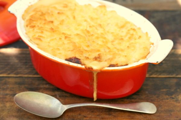 Jamie Oliver's fantastic fish pie with spinach, smoked fish, egg and Dijon mustard... mmmmmm....