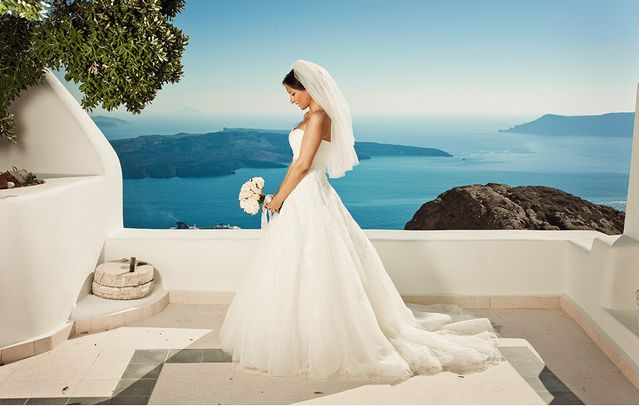 Organise the wedding of your dreams in beautiful #Santorini for unforgettable moments!