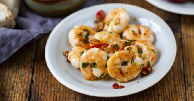 Recette de Crevettes marinées à l'ail et piment. Facile et rapide à réaliser, goûteuse et diététique. Ingrédients, préparation et recettes associées.