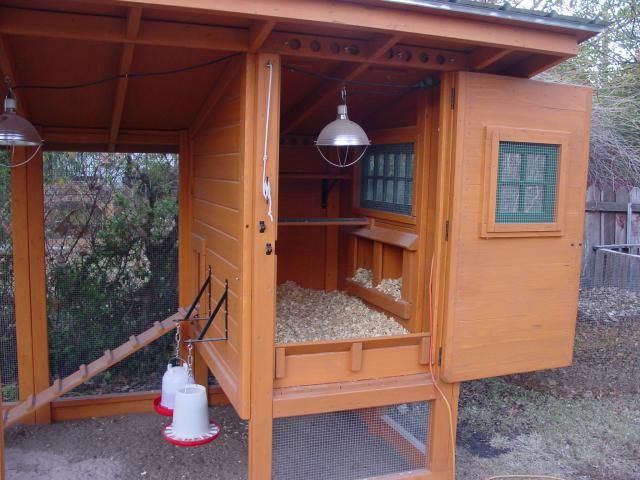 This coop has so many practical features for keeping it clean. Really like this full-size door for complete access to interior! Lot's of photos, will be my main inspiration for design!