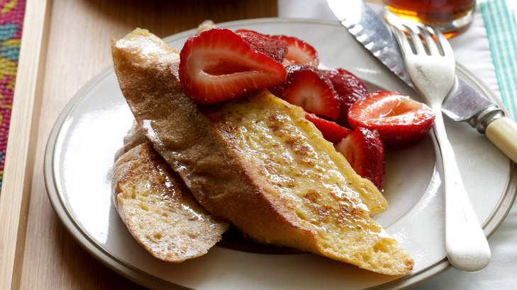 Weekend breakfast: Cinnamon french toast with strawberries and maple syrup. Try dipping slices of baguette into the traditional egg mixture.