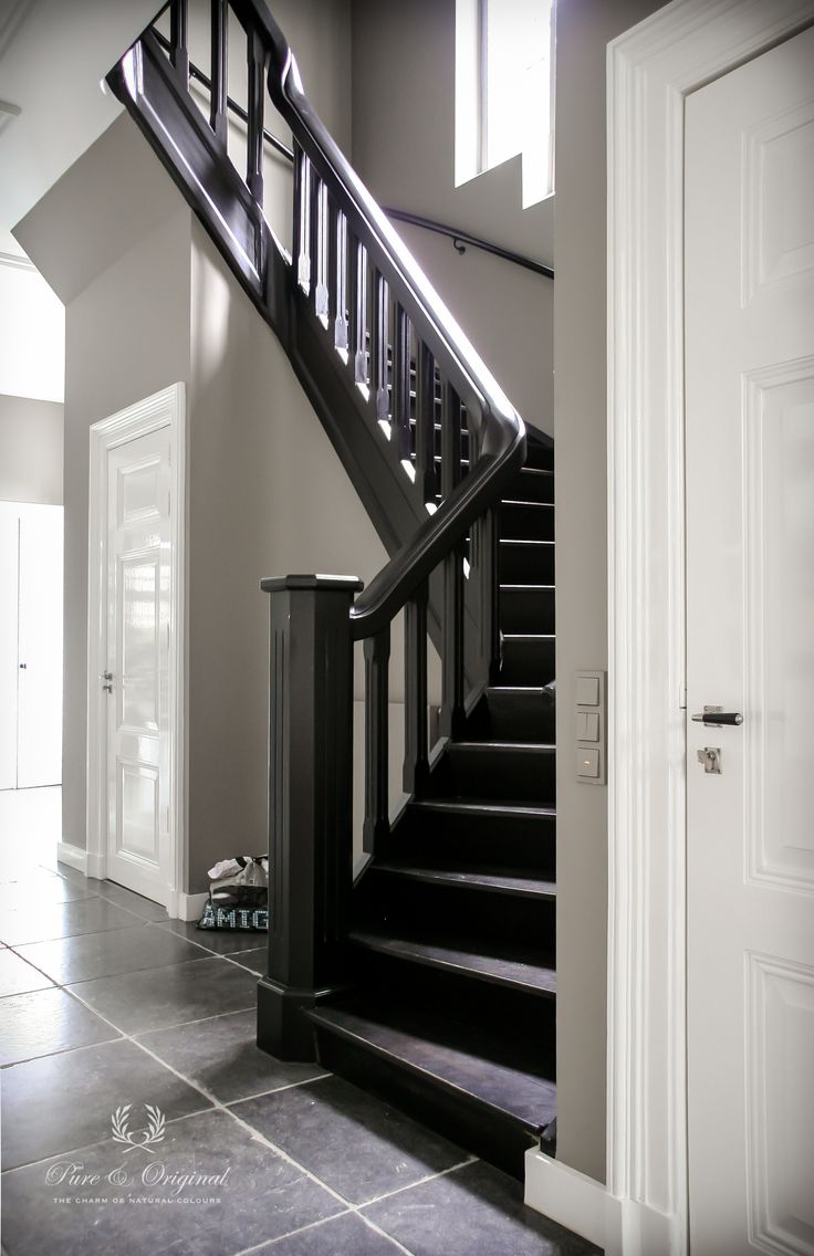 Lacquer in full gloss on the doors. Colour Silk White. On the stairs is the…