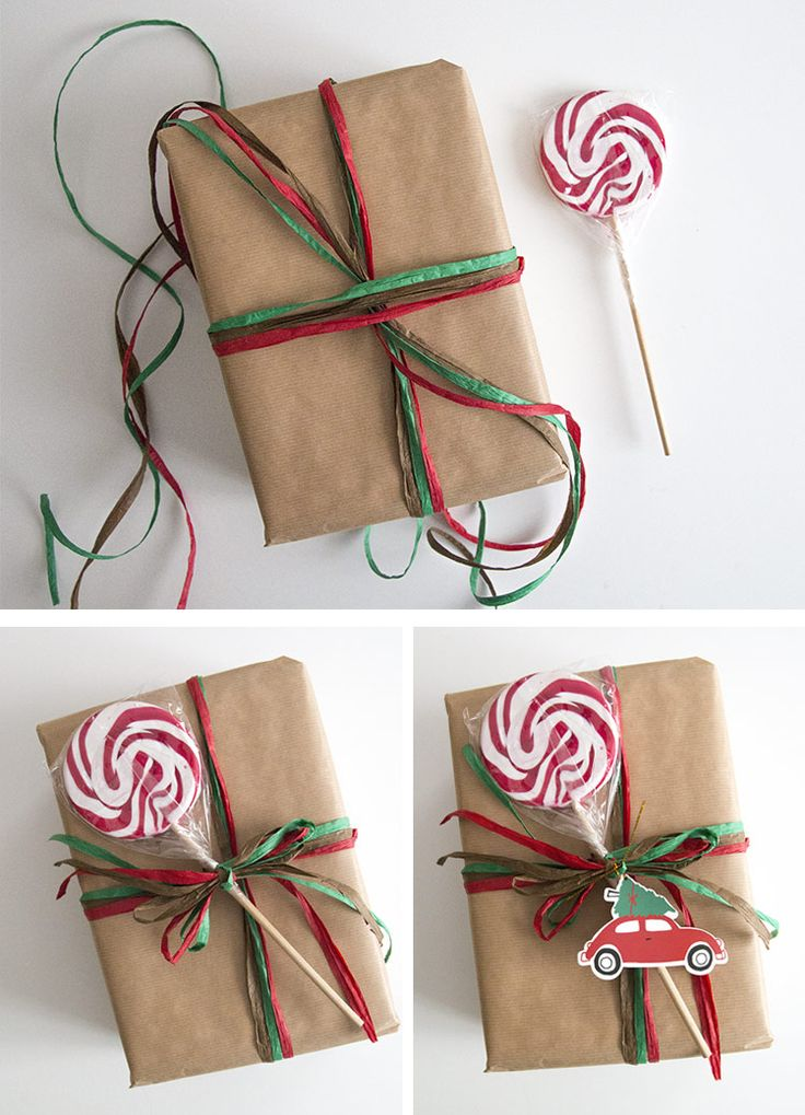 Paquete de Navidad con piruleta y lazos de rafia