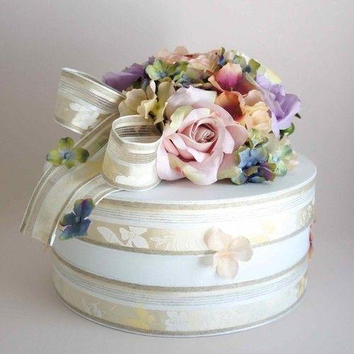ナチュラルカラーのフラワーダイパーケーキ(オムツケーキ)