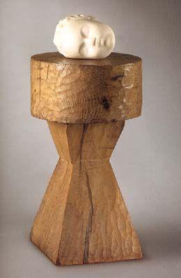 Constantin Brancusi L'enfant endormi, 1908, marble on wood base