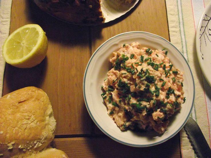 erva cidreira: Paté de salmão fresco escalfado em vinho branco e salmão fumado