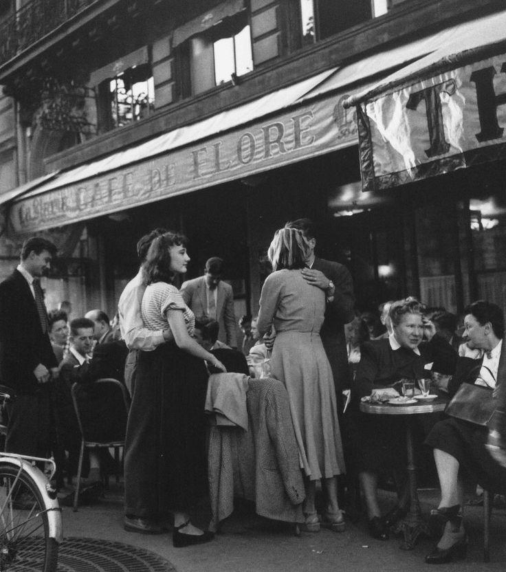 Cafe de Flore Paris 1947 Photo: Robert Doisneau