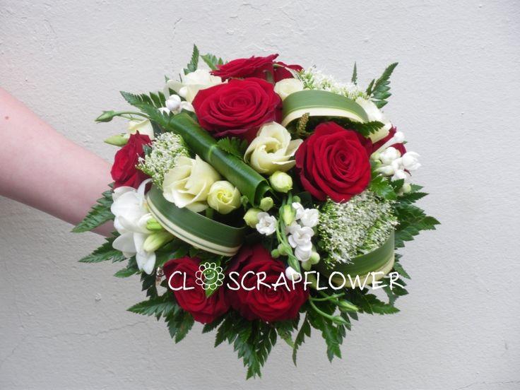 Bouquet de mariée rond structuré bordeaux/crème