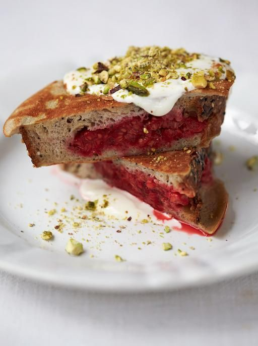 Berry pocket eggy bread - Jamie Oliver (aim for spelt or gluten free/sugar free bread). pistachio pletten in vijzel en bij oa ontbijt gebruiken, handjevol per dag is supergezond, superfood