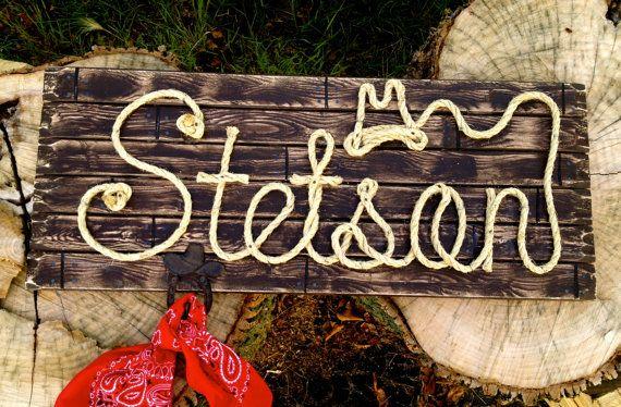 """36 """"gepersonaliseerde houten bord ~ Western Decor ~ Baby douchegift ~ huwelijkscadeau ~ rustieke teken ~ touw naam tekenen ~ huis opwarming ~ foto Prop ~ STETSON"""