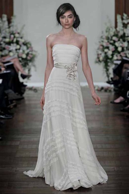 Florlet og fantastisk yndig Jenny Packham brudekjole med flæser