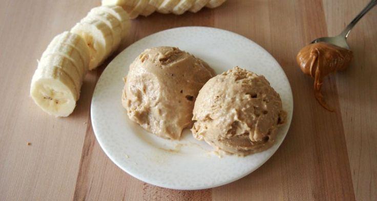 Το πιο εύκολο παγωτο!Παγωτό φυστικοβούτυρο-μπανάνα Υλικά 4 ώριμες μπανάνες 4 κουταλιές φυστικοβούτυρο 1 κουταλάκι εκχύλισμα βανίλιας (προαιρετικά) Εκτέλεση Συνταγής Κόβουμε τις μπανάνες σε ροδέλες και τις αφήνουμε στην κατάψυξη για 2 ώρες περίπου μέχρι να παγώσουν καλά. Στην συνέχεια τοποθετούμε τα παγωμένα κομμάτια μπανάνας σε ένα μπλέντερ και τα πολτοποιούμε πολύ καλά. Κατόπιν προσθέτουμε το …