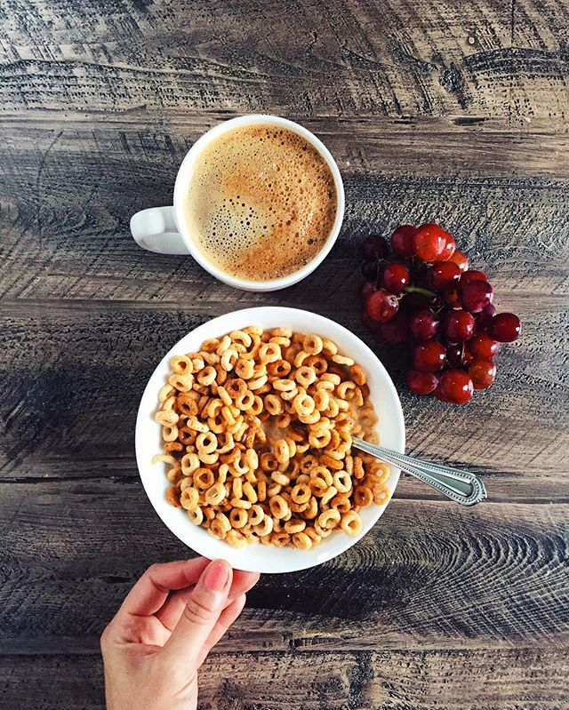 good morning and happy thursday! had a quick bowl of cereal, grapes and coffee to get this day started.