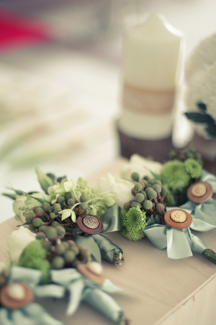buttonaires © Perfect Shot. The Wedding Notebook – Country vintage boutonnière