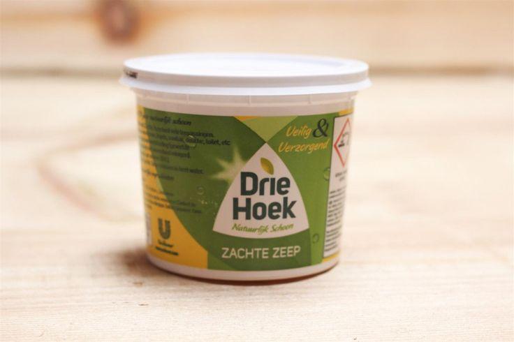 Groene aanslag op je schutting? Met deze huishoudelijke middeltjes verwijder je het zó!