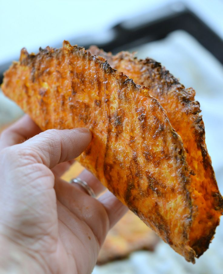 3-ingredients Low carb taco shells made with carrots! A soft taco with crispy sides for an healthy finger food lunch. #lowcarb #taco #recipe #carrot #oat #almond #fingerfood #healthyfood #food