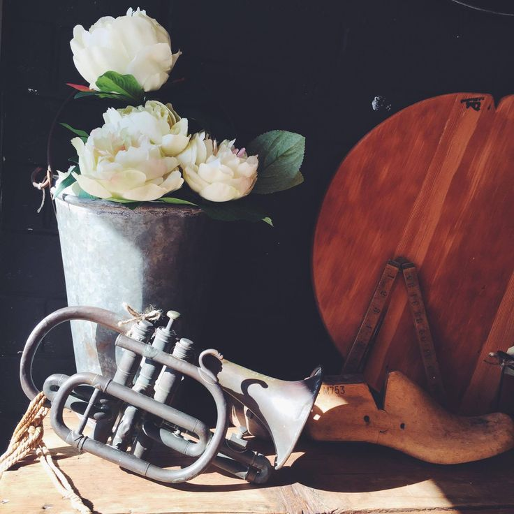 Gorgeous, old, antique trumpet.... would make the perfect addition to any music lovers collection, round hand made cheese board, old shoe last and old measure stick, everything old is new again 👌🏼 #rust #homewares #interiors #interiordesign #homedecor #vintage #antiques #homestyle #rustichome