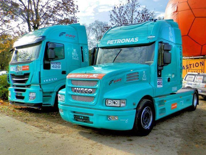 Flat nose or T?  <3 #trucks #transport
