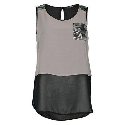 Top en voile sans manche avec les épaules et la poche à la poitrine en sequin. Avec sa goutte dans le dos, ce top fluide et droit vous offre un look tendance et dynamique. Col rond.