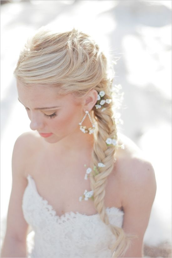 acconciatura sposa treccia e fiori, naturalmente bellissima: Idea, Weddings Hairstyles, Bridal Hairstyles, Hairs Styles, Fishtail Braids, Beauty, Long Hairs, Wedding Hairstyles, Flower