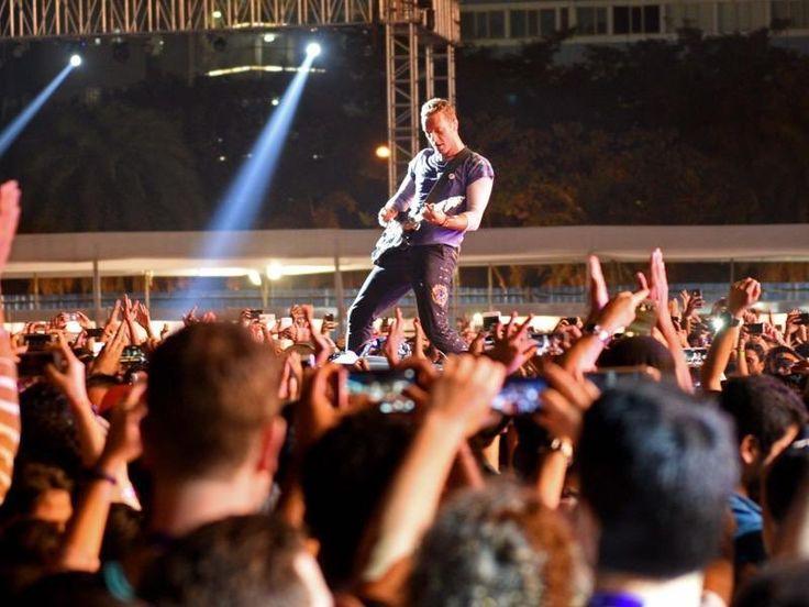 Chris Martin performing Paradise Remix at #GlobalCitizenIndia #ColdplayMumbai [HTMumbai]