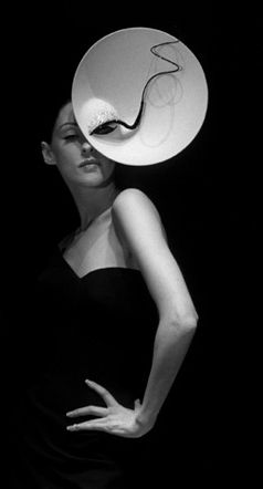 Phillip Treacy hat. Love how a body feature has been incorporated into this piece, works really well