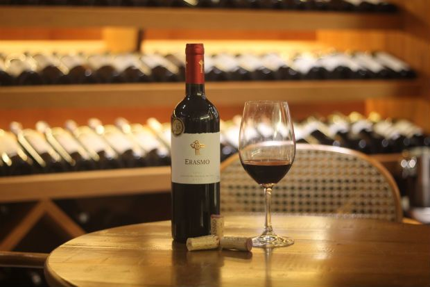 Vinho chileno Erasmo 2007 aporta em Pernambuco  95 pontos no guia Descorchados marcam a excelência do Erasmo 2007. O vinho chileno, produzido pela Viña Reserva de Caliboro da região do Valle del Maule