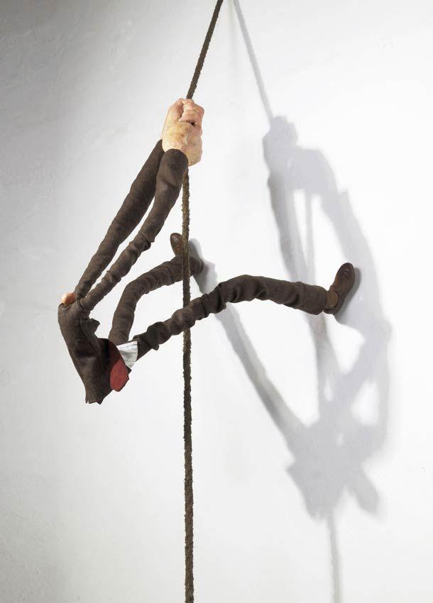 Les sculptures surréalistes de l'artiste argentin Gerardo Feldstein, qui déforme ses modèles de manière démesurée en jouant sur une perspective imaginair