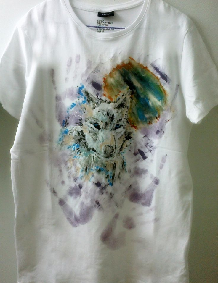 Wolf painted on t-shirt
