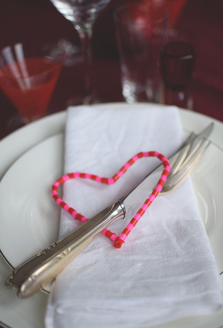 Enkelt pyssel till Alla Hjärtans Dag. Till dukning eller som smycke