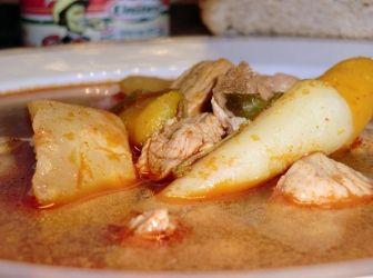 Gulyás leves recept (sertés húsból): Egy igazi magyar leves! Az igazi gulyás leves ugyan marhahúsból készül, de ez nekem sokkal finomabb! http://aprosef.hu/gulyas_leves_recept