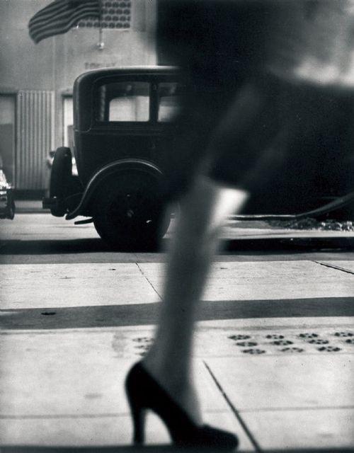 Lisette Model - Running Legs, 5th Avenue, New York, 1940-4. S)