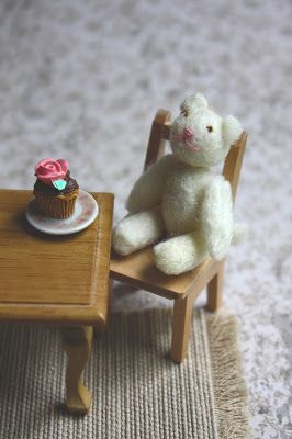 Lasituvan Miniatyyrit - Lasitupa Miniatures: DIY: Tiny teddy bear - huopanalle 1/12