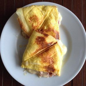 A receita de panini low carb é uma das mais populares do Comida de Verdade - só leva 4 ingredientes (mais recheio) e 8 minutos para fazer.Veja como fazer!