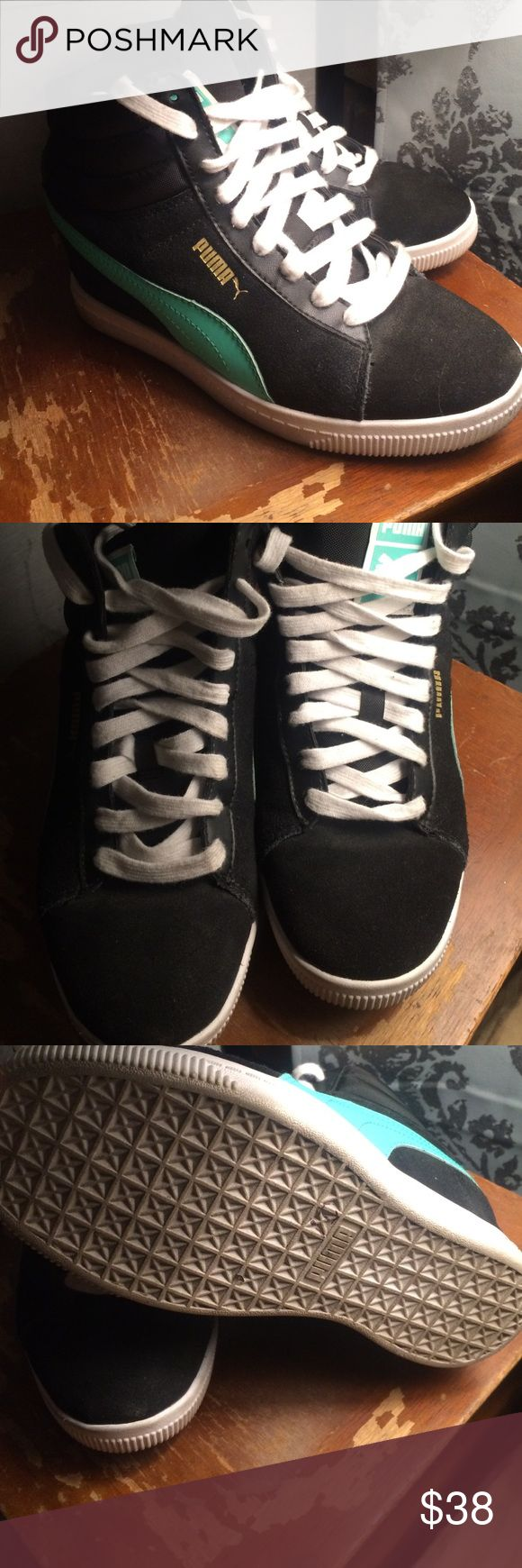 Puma women sneakers ankle Beautiful ankle puma sneakers size 5.5 in good condition. Puma Shoes Sneakers