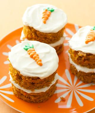 I think this is a good idea to make mini carrot cakes, make carrot sheet cake and then cut it with 1 inch round cookie cutter, stack them put cream cheese frosting in between the cakes and on top, voila....you get mini carrot cakes!!
