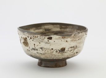 chawan, (second half XVII, Busan, Korea) Stoneware with white slip inlaid and brushed under clear glaze