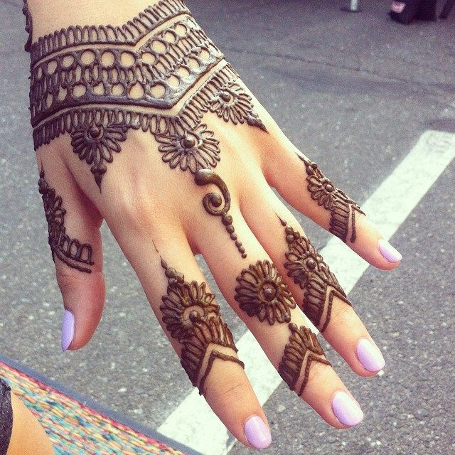 https://flic.kr/p/q85HVH | henna design | April-September the streets are closed to traffic for the Thursday Night Market from 6-9 pm. On Broadway Street, outside Cotton Party Kristy worked under the open sky providing henna artistry for the Chico community. The market is perfect for simple and casual natural henna. You may choose from henna patterns books in the style of India henna, Moroccan henna, Geometric henna, Persian Gulf henna or request a Trust Your Artist (TYA)design. When you ...