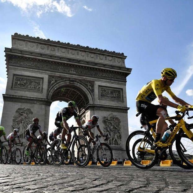 Il #TourDeFrance arriva a #Parigi