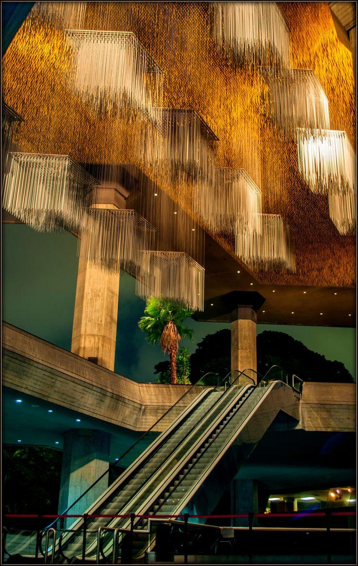 Escaleras que conducen a la cultura en el Teatro Teresa Carreño. Caracas, Venezuela